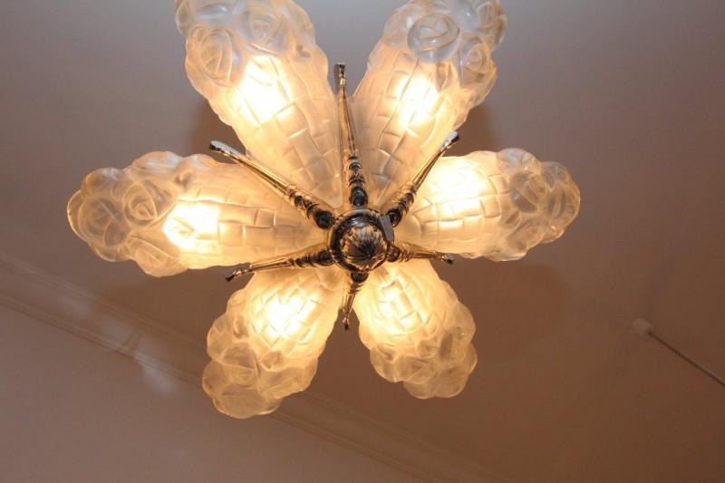 gro e deckenlampe in form einer bl te art d co annette stern art d co m bel lampen. Black Bedroom Furniture Sets. Home Design Ideas
